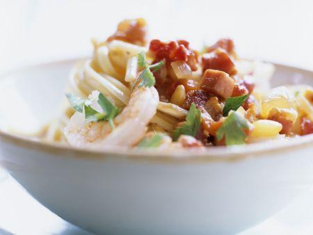 Pasta mit Garnelen und Speckwürfeln