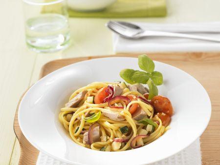 Pasta mit Gemüse und Thunfisch