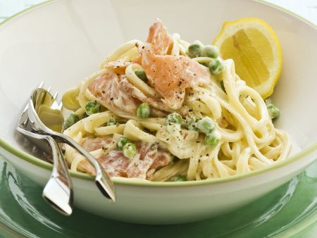 Rezept: Pasta mit geräuchertem Lachs und Erbsen