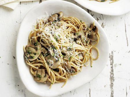 Pasta mit großen Champignons und Parmesan