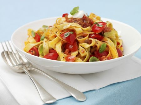 Pasta mit Hackfleisch und Tomaten