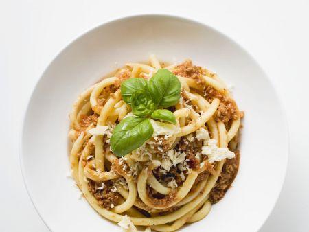 Pasta mit Hackfleischsoße und Parmesan