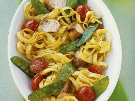 pasta mit h hnchen und gem se rezept eat smarter. Black Bedroom Furniture Sets. Home Design Ideas