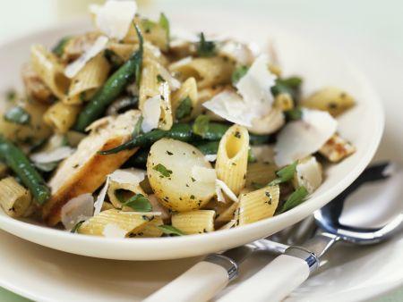 Pasta mit Kartoffeln, Hühnchen und Bohnen