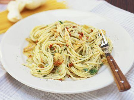 Pasta mit Knoblauch, Öl und Peperoncini