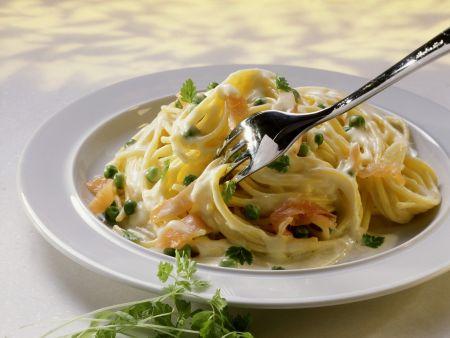 Pasta mit Lachssoße