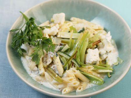 Pasta mit Lauch, Zucchini und Blauschimmelkäsesoße