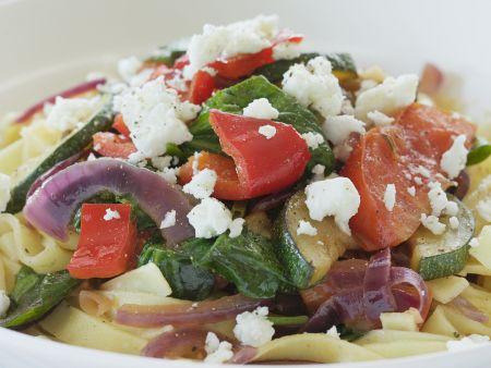 Pasta mit mediterranem Gemüse und Schafskäse