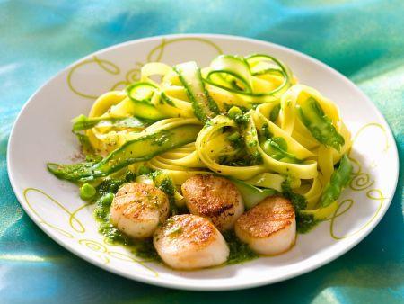 pasta mit muscheln pesto und spargel rezept eat smarter. Black Bedroom Furniture Sets. Home Design Ideas