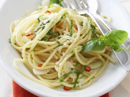 Pasta mit Olivenöl,Knoblauch und Chili (aglio, olio e peperoncino)