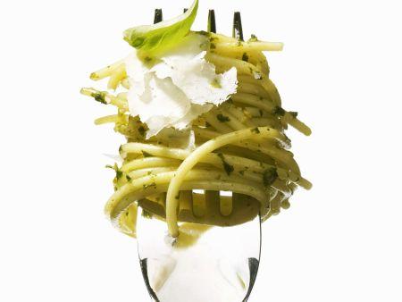 Rezept: Pasta mit Pesto und Parmesankäse