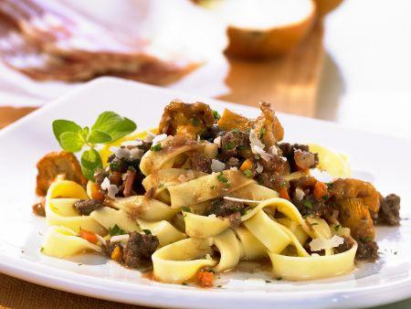 Pasta mit Pfifferlingen und Hackfleisch
