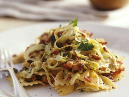 Pasta mit Porree, Speck und Kräutern