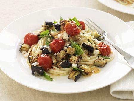 Pasta mit Ricotta, Auberginen und Tomaten