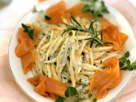Pasta mit Sahnesoße und Lachs