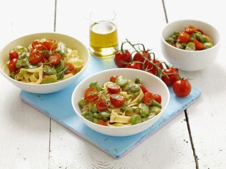 Pasta mit Saubohnen-Tomaten-Soße