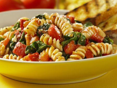 Rezept: Pasta mit Spinat und Tomaten