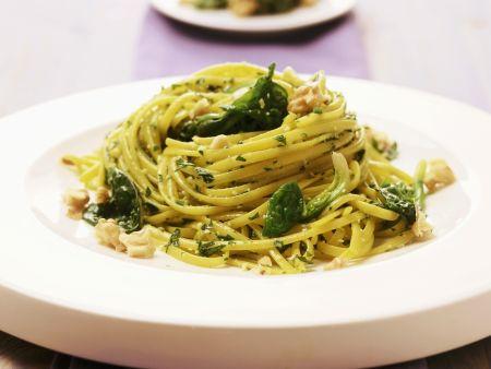 Pasta mit Spinat und Walnusspesto