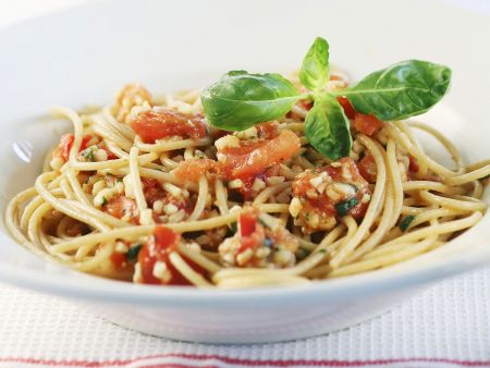 Rezept: Pasta mit Tomaten, Mandeln und Parmesan (alla trapanese)
