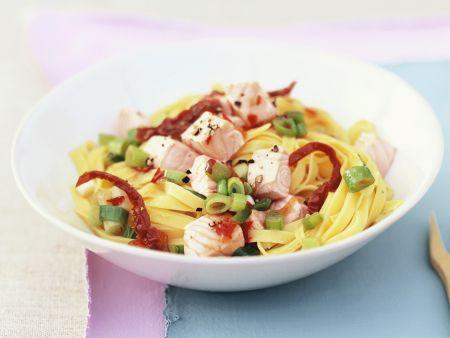 Pasta mit Wildlachs und getrockneten Tomaten