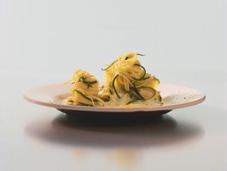 Pasta mit Zucchini-Ricotta-Soße