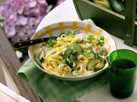 Pasta mit Zucchini-Sahnesoße