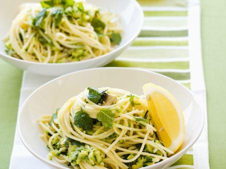 Pasta mit Zucchini und Schafskäse