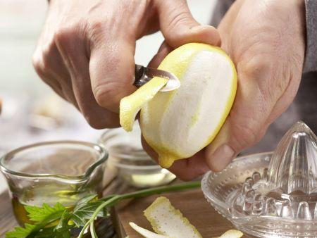 Pasta mit Walnuss-Tomaten-Pesto: Zubereitungsschritt 1