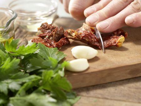 Pasta mit Walnuss-Tomaten-Pesto: Zubereitungsschritt 2