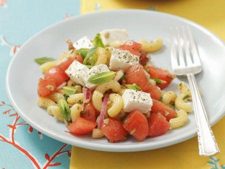 Pastasalat mit Schafskäse und Wassermelone