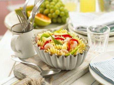 Pastasalat mit Shrimps