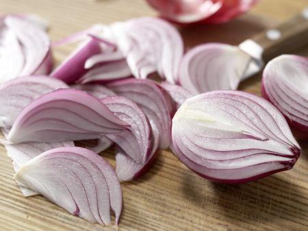 Pastasauce mit roten Zwiebeln: Zubereitungsschritt 1
