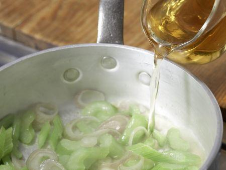 Pastasauce mit Sellerie, Meerrettich: Zubereitungsschritt 4