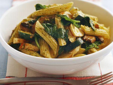 Rezept: Penne mit Hähnchen, Spinat und Pesto