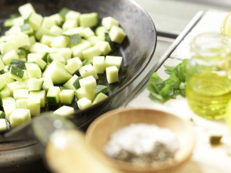 Penne mit Zucchini und Kapern: Zubereitungsschritt 5