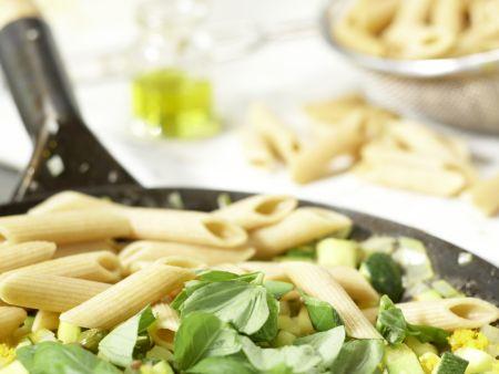 Penne mit Zucchini und Kapern: Zubereitungsschritt 8