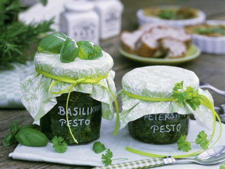 Pesto aus Basilikum und Petersilie