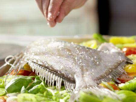 Petersfisch auf Tomatenbett: Zubereitungsschritt 5