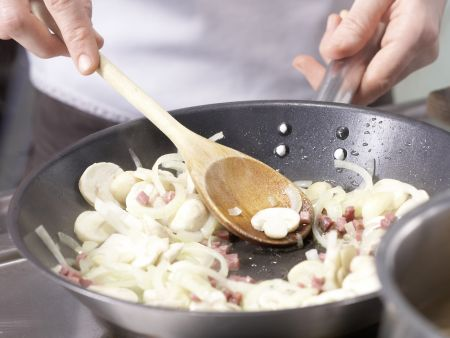 Petersilien-Käse-Spätzle: Zubereitungsschritt 4