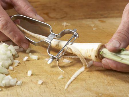 Petersilien-Pastinaken-Suppe: Zubereitungsschritt 1
