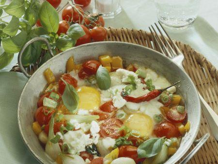 Pfannengemüse mit Käse und Spiegelei