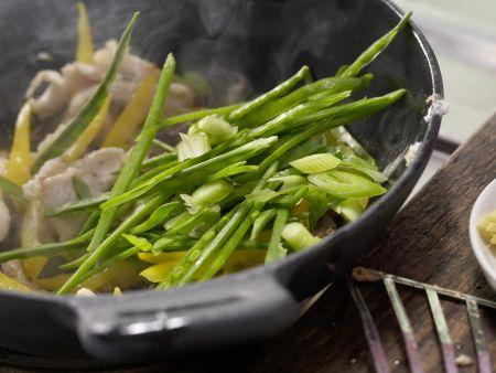 Pfannengerührtes Hähnchenfilet: Zubereitungsschritt 11