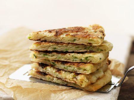 Pfannkuchen auf chinesische Art mit Lauchzwiebeln