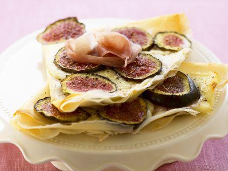 Pfannkuchen mit Feigen, Mozzarella und Rohschinken