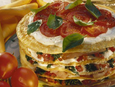 Pfannkuchentorte mit Tomaten