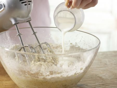 Pfirsich-Guglhupf: Zubereitungsschritt 4