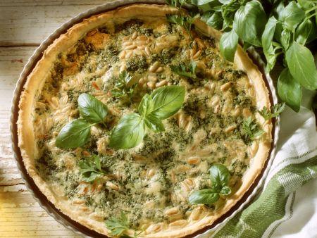 Pie mit Kräutern und Pinienkernen