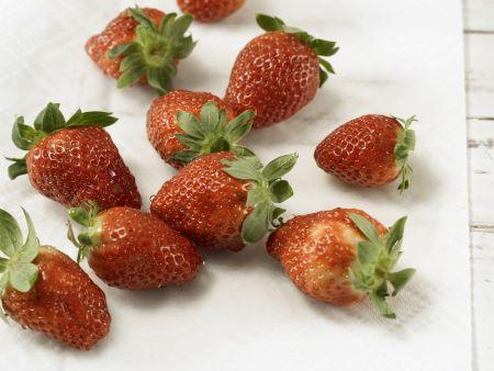 Pikante marinierte Erdbeeren: Zubereitungsschritt 2