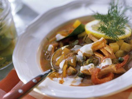 Pikante Suppe aus Osteuropa (Soljanka)