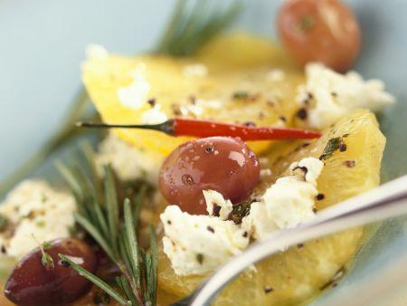 Pikanter Zitrusalat mit Ricotta und Oliven